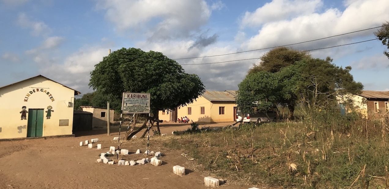 Kindergarten, Evangelistenhaus und Kirche in Hamai