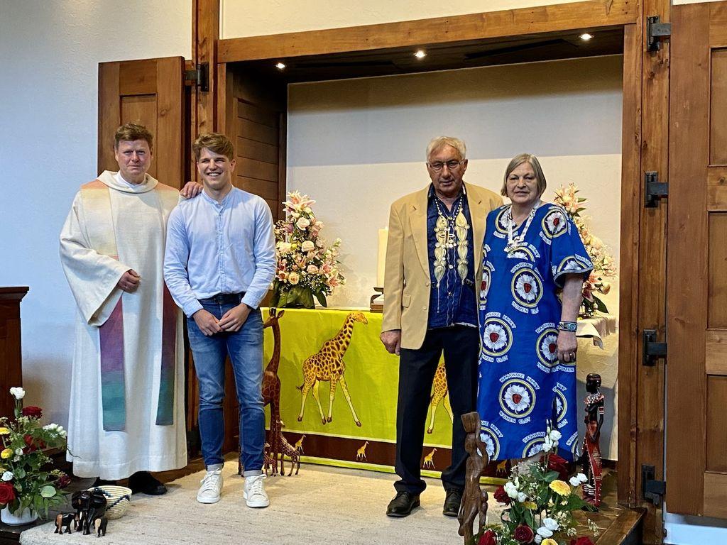 Beim Partnerschaftsgottesdienst in der Pauluskirche Dalum. Von links: Pastor Thorsten Jacobs mit Sohn Mathis und Jacoba und Walter Schulz.